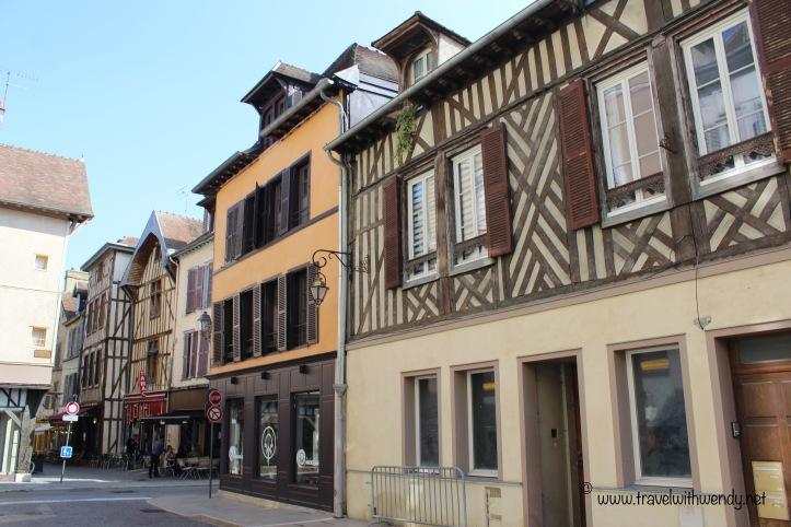 TWW - slanted houses Troyes