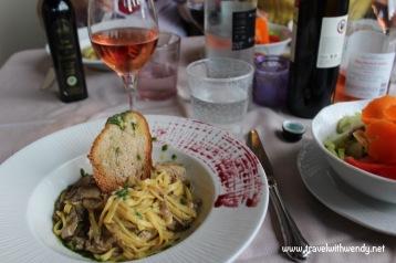 TWW - Mushroom pasta (Cortona piazza)
