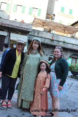 TWW - photo op with medieval princesses