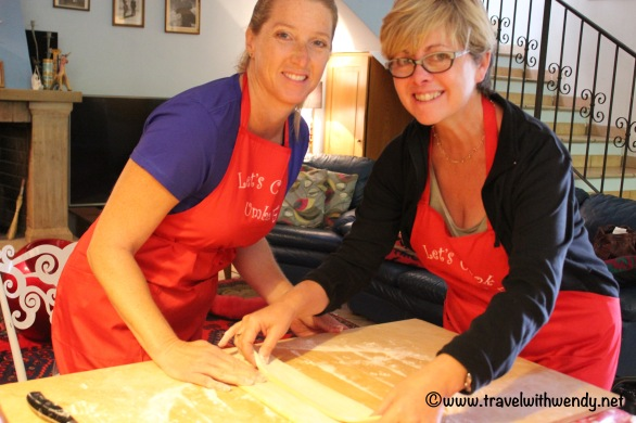 travel-with-wendy-cooking-in-italy-dnh-working-the-pasta