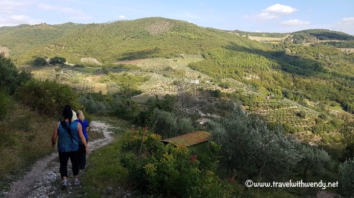 travel-with-wendy-cooking-in-italy-hiking-in-the-hills