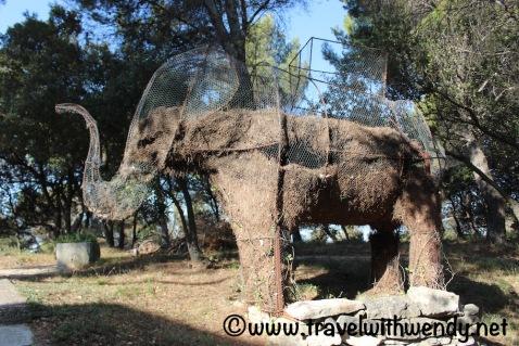 L'Elephant - at the Elephant, Vaugines