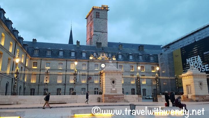 palace-square-liberation-dijon