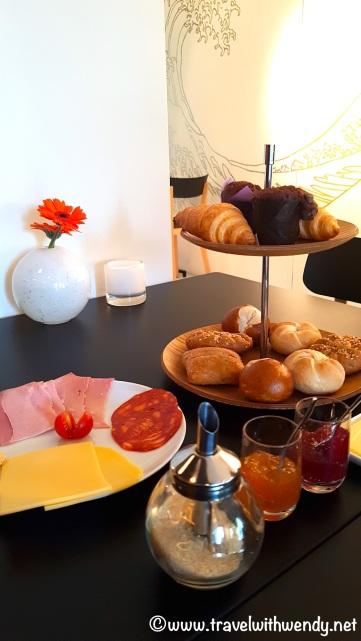 Breakfast at Yellow Submarine